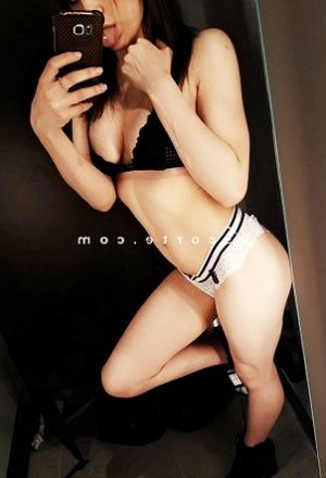 Moune massage escortgirl